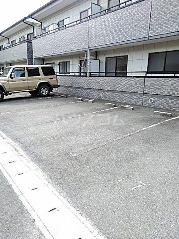 シティ・ナカヤマ A 202号室の駐車場