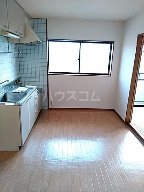 シティ・ナカヤマ A 202号室のリビング