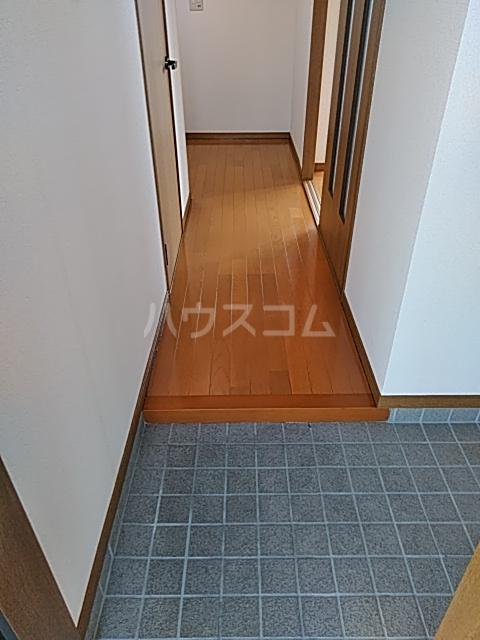 アズール5 102号室の玄関