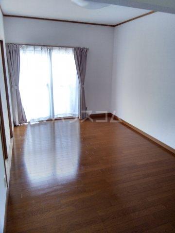 レスカール二本松 106号室のリビング