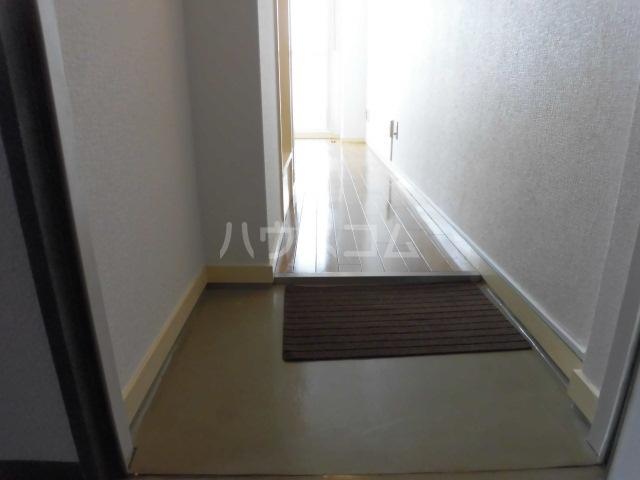 メゾン・ド・ノア天神町 406号室の玄関