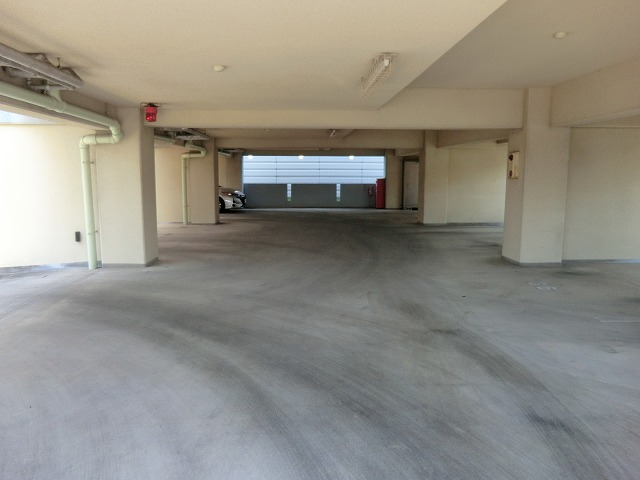 ヴィレッジ杉田B 206号室の駐車場
