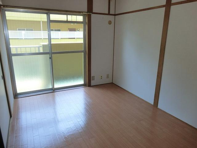 ヴィレッジ杉田B 206号室のリビング
