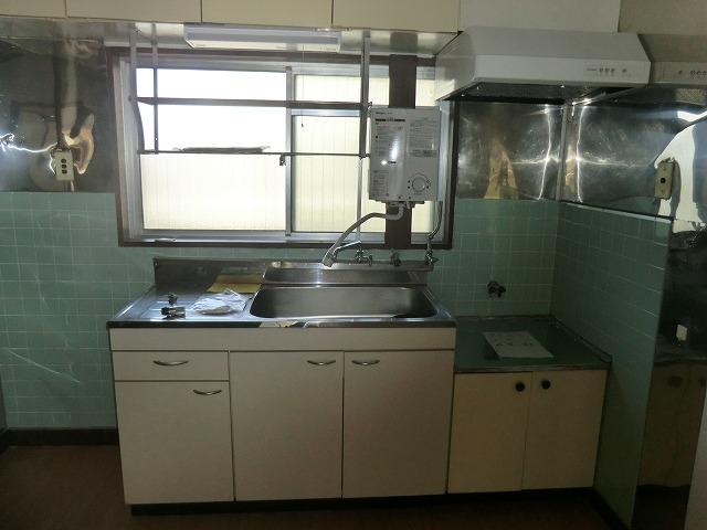ヴィレッジ杉田B 206号室のキッチン