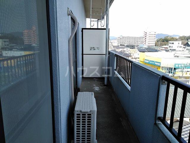 ヴィレッジ杉田C 511号室のバルコニー