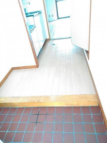 ハイシティ南松山 403号室の玄関