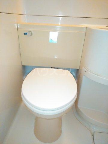 ハイシティ南松山 403号室のトイレ