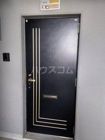 マロン・ドゥムール 302号室の玄関