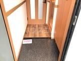 ホワイトハウス草間 202号室の玄関