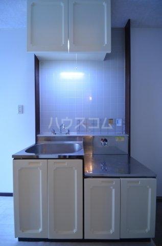 サンライフ日吉 101号室のキッチン