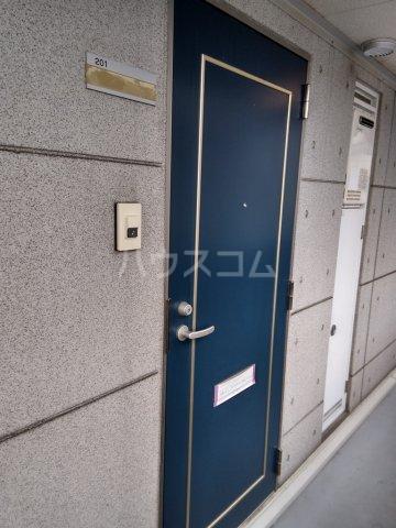フィールドM 201号室の玄関
