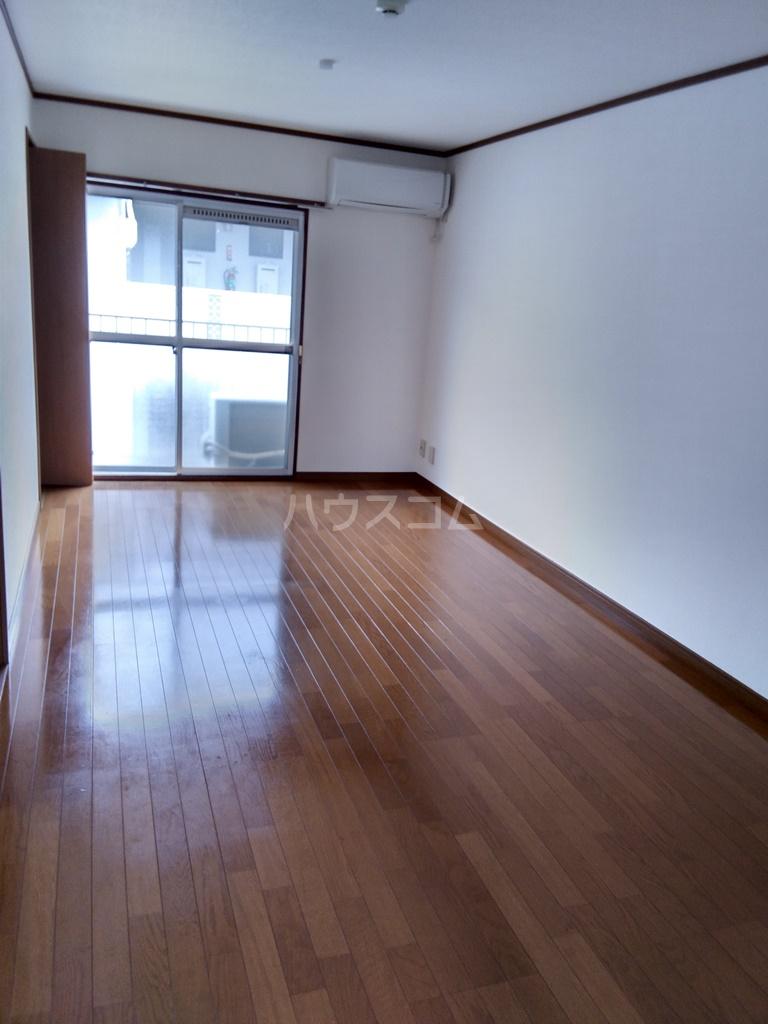 塩田ハイツG 203号室のリビング