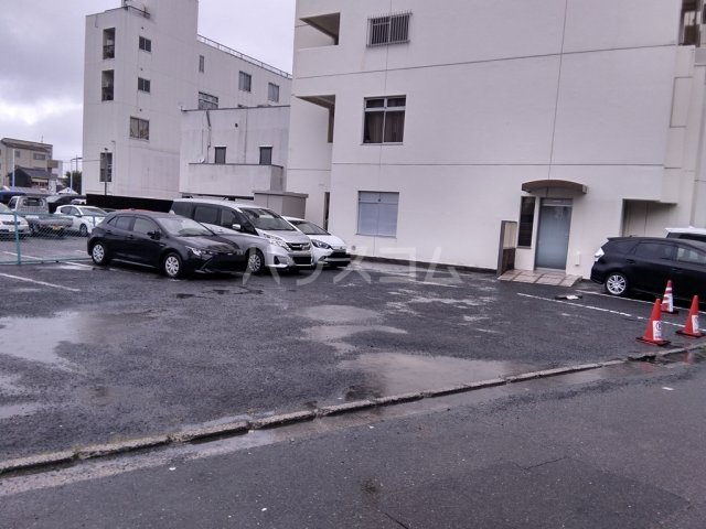 白河ハイツ 301号室の駐車場