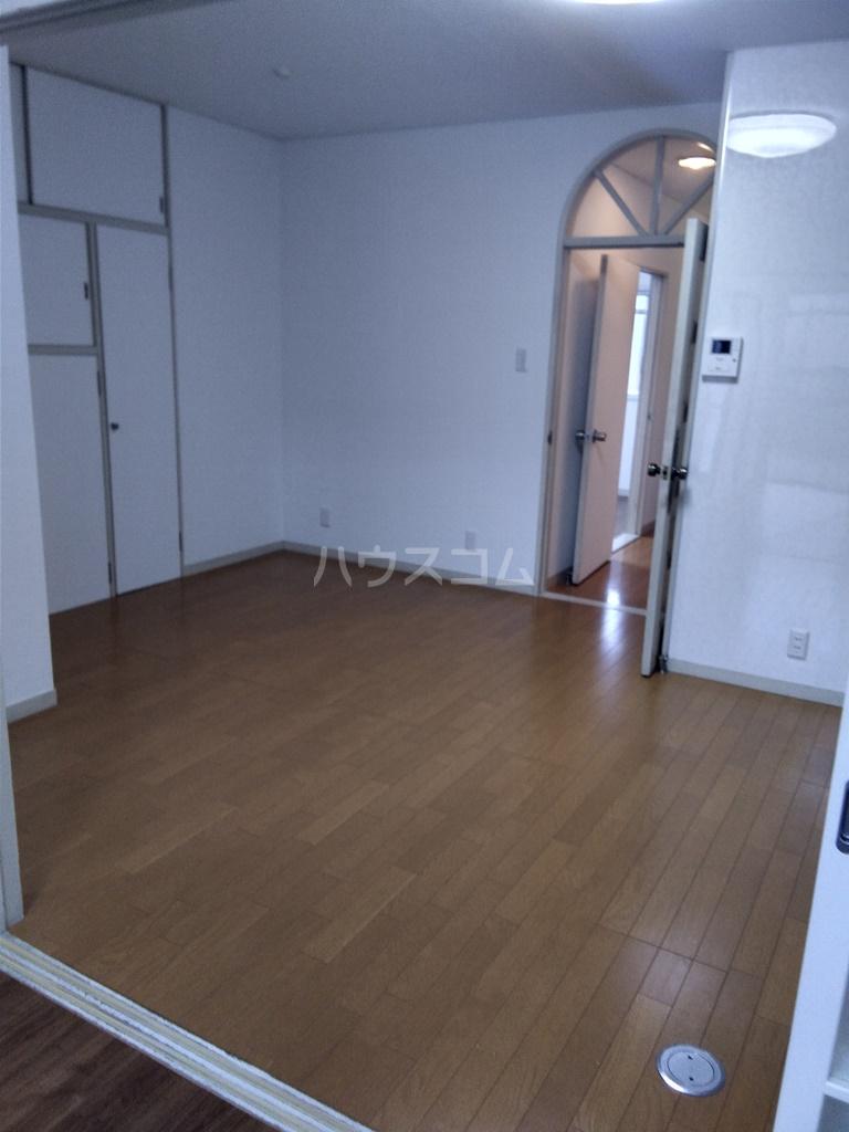 白河ハイツ 301号室の居室