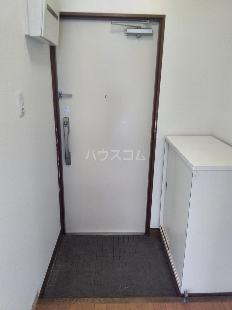 白河ハイツ 301号室の玄関