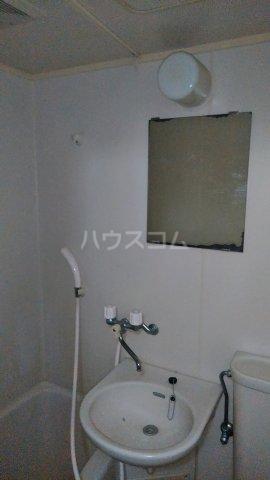 マンション鈴一 202号室の洗面所