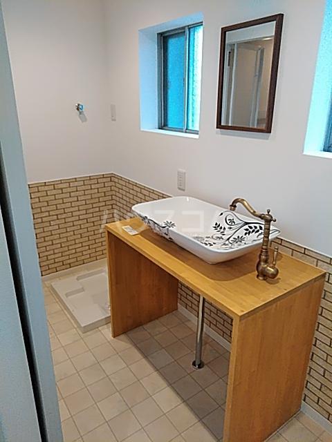 ハイツ東小浜 105号室の洗面所