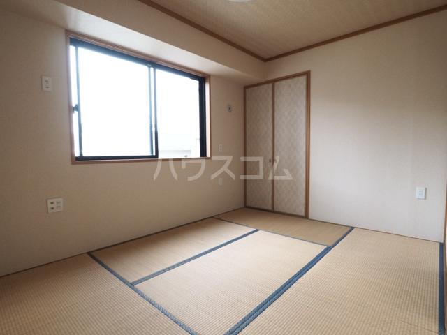 R-Court泉 805号室のベッドルーム