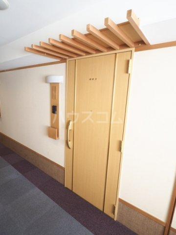 R-Court泉 805号室の玄関