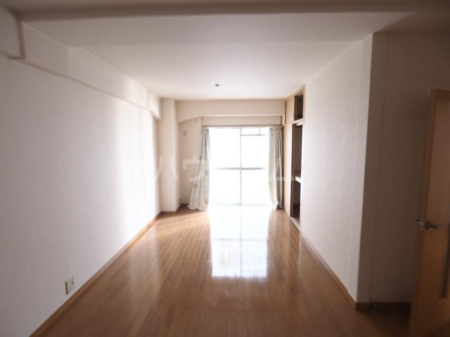 双栄ビル 306号室のリビング