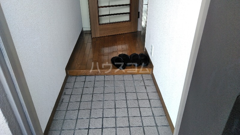 ベルダ調布 302号室の玄関