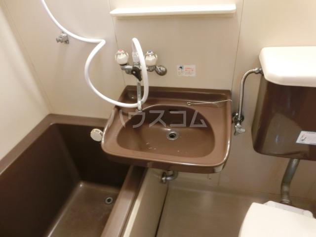 メゾンミズノ 302号室の洗面所