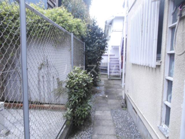 ハウス白ユリ 201号室の庭