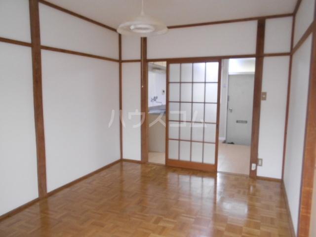 ハウス白ユリ 201号室の居室