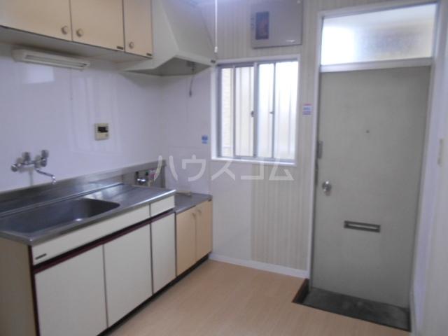 ハウス白ユリ 201号室のキッチン