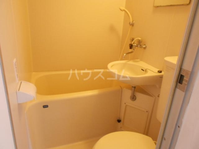 ハウス白ユリ 201号室の風呂