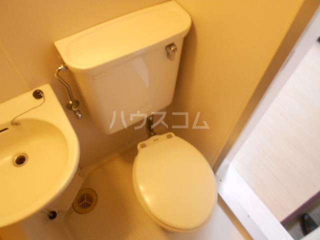 ハウス白ユリ 201号室のトイレ