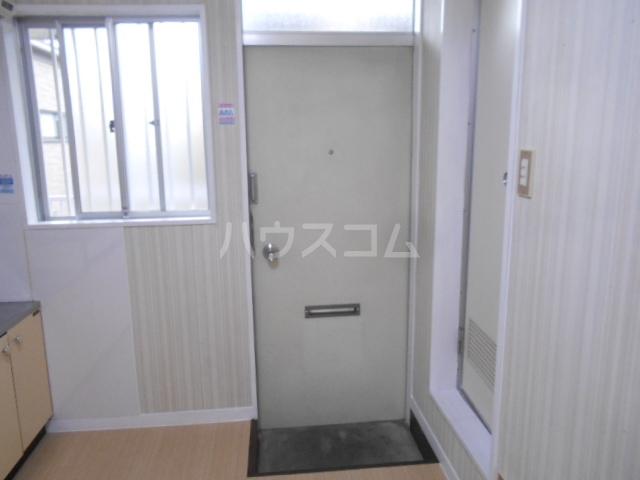 ハウス白ユリ 201号室の玄関