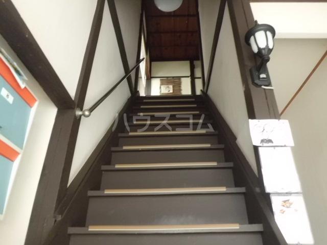 第一みどり荘 210号室の玄関