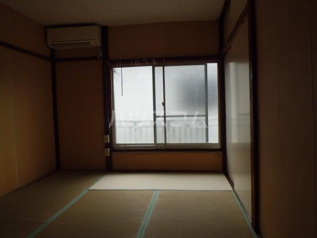 第一みどり荘 210号室の居室
