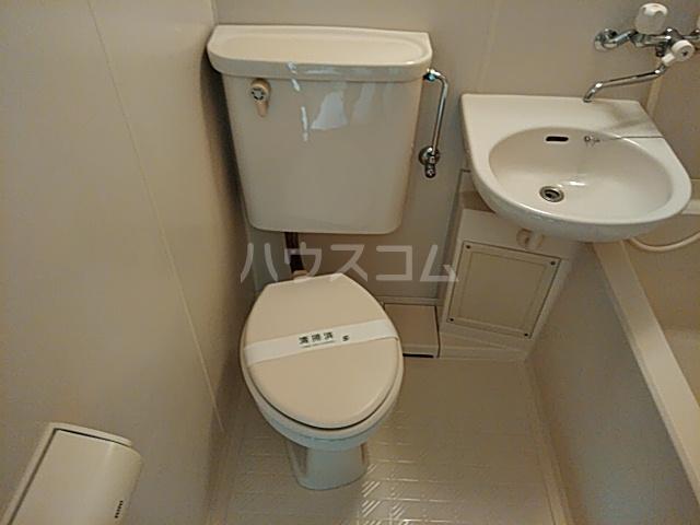 トーコービル 401号室のトイレ