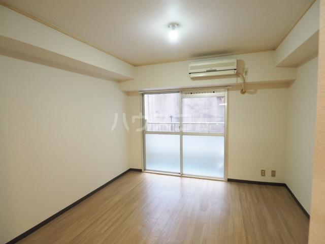 チサンマンション桜通久屋 201号室のリビング