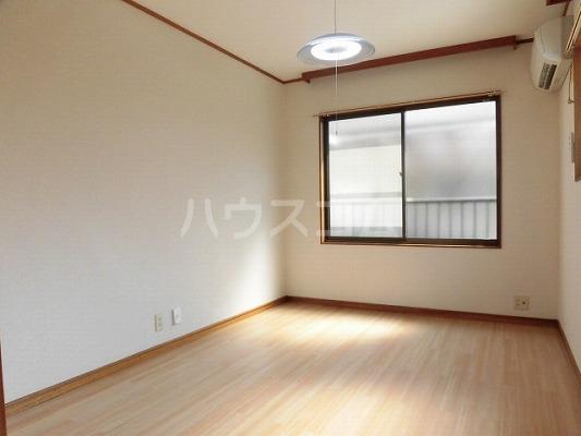 ハイムササキ 102号室のリビング