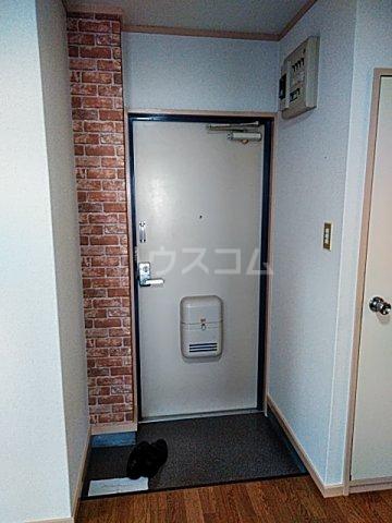 ローズマンション 207号室の玄関