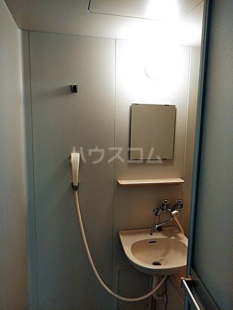 ローズマンション 207号室の洗面所