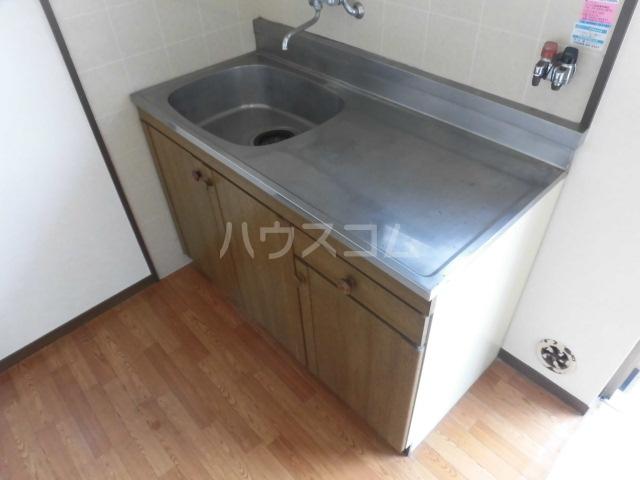 コスモハイツ・サラ 103号室のキッチン