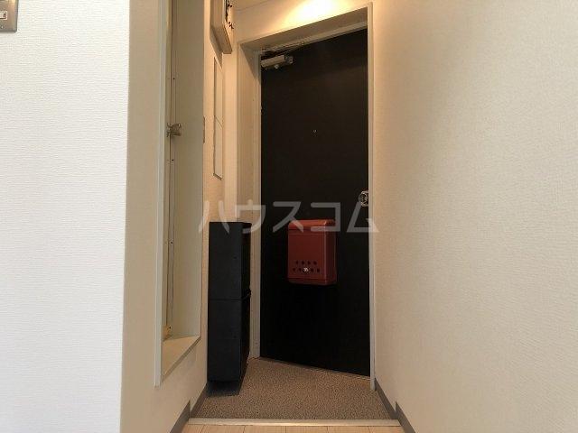 スタジオハゴロモ 302号室の玄関