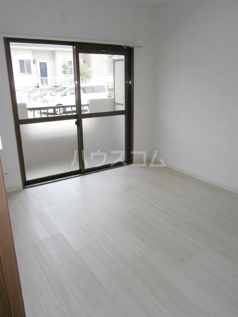 セントラルヒルズ 103号室の居室