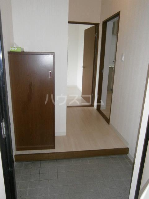 セントラルヒルズ 103号室の玄関