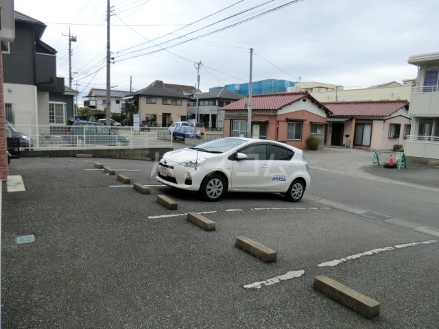 マルシィ熊谷 103号室の駐車場