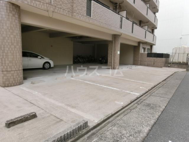 プログレスアサダ 202号室の駐車場