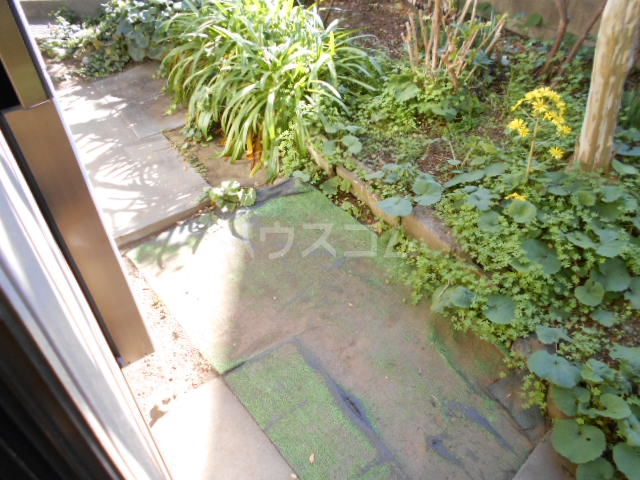 老川貸家の庭