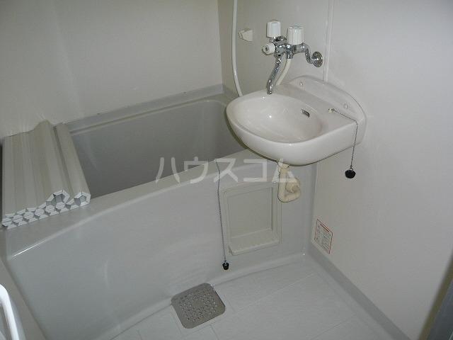 カーサ・ハナミズキ 202号室の風呂