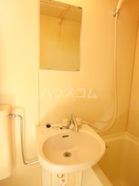 ジュネス北駅 201号室の洗面所