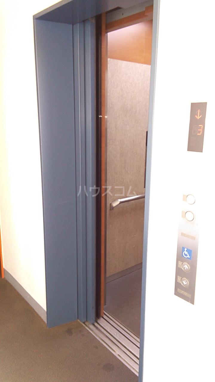 APLⅡ 303号室の玄関