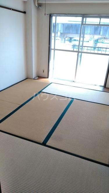 総和ハイツ6 502号室の居室